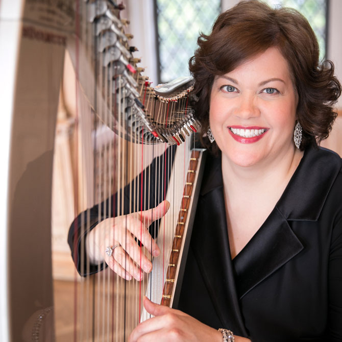 Chicago wedding harpist Jennifer Keller posing with outdoor harp photo