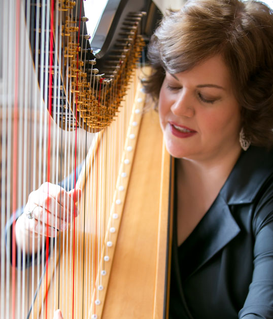 Chicago wedding harpist Jennifer Keller playing the harp photo